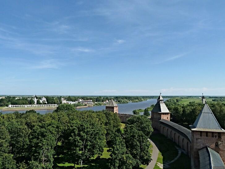 Новгородский кремль и река Волхов