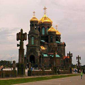 Храм в Кубинке третий по высоте православный храм после храма Христа Спасителя (103 м) и Исаакиевского собора (101,5 м)