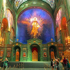 Барельефная икона Христа Воскресшего. Высота 11 метров. Автор  Даши Намдаков