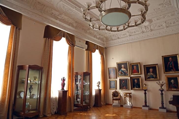Зал Ростовского музея изобразительных искусств