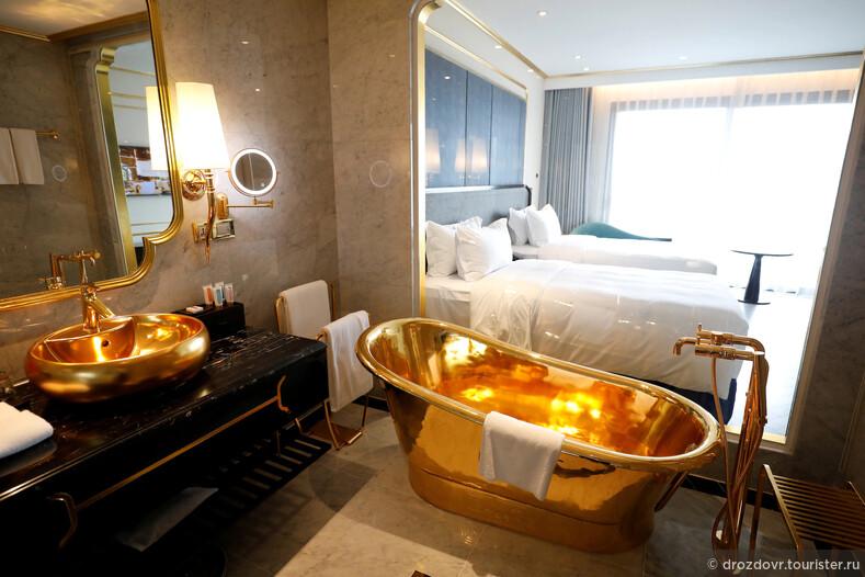 Во Вьетнаме открылся золотой отель. Осторожно, роскошь (фото)
