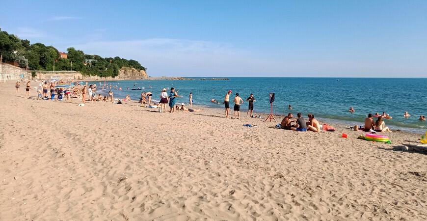 Центральный пляж в Джубге