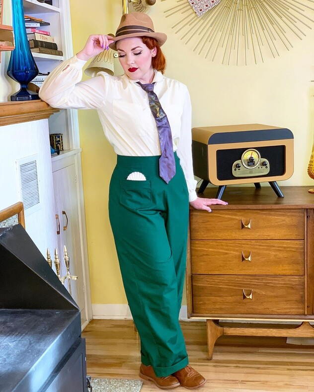 Американская блогерша не смогла смириться с тем, что 50-е уже давно в прошлом: она примерила бабушкино винтажное платье и полностью перекроила жизнь своей семьи