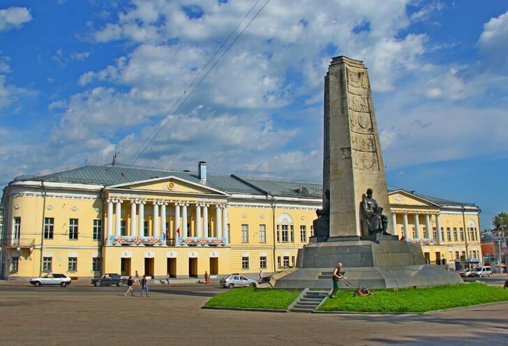 Памятник «850 лет Владимиру»