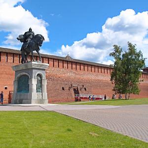 Памятник Дмитрию Донскому. Князь очень много сделал для усиления и возвышения Коломны.