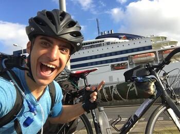 Студент доехал на велосипеде из Шотландии в Грецию за 48 дней