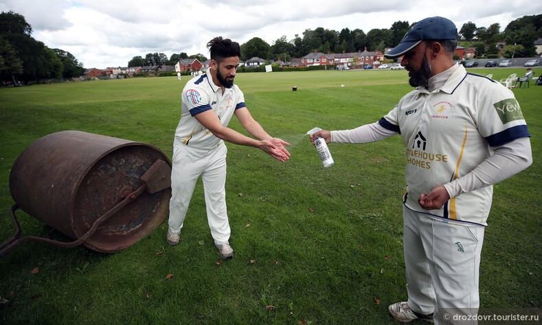 Чисто английский спорт. Британцам впервые после карантина разрешили играть в крикет (фото)