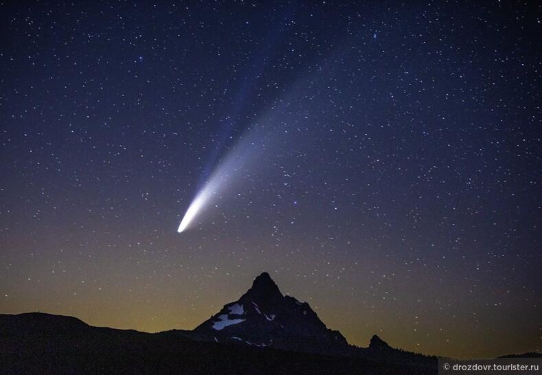 Привет из далёкой-далёкой галактики. Комета Неовайз пролетает по небу (фото)