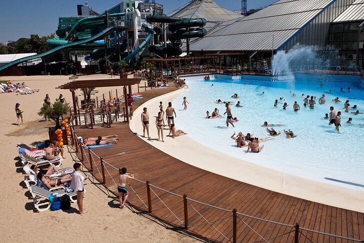 Пляж аквапарка Aquaboulevard