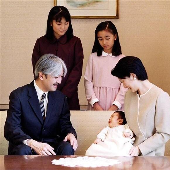 Единственный наследный принц Японии ему всего 13 лет, а на его жизнь уже покушались