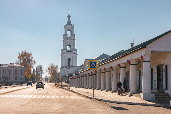 Торговые ряды и Казанская колокольня в Нерехте
