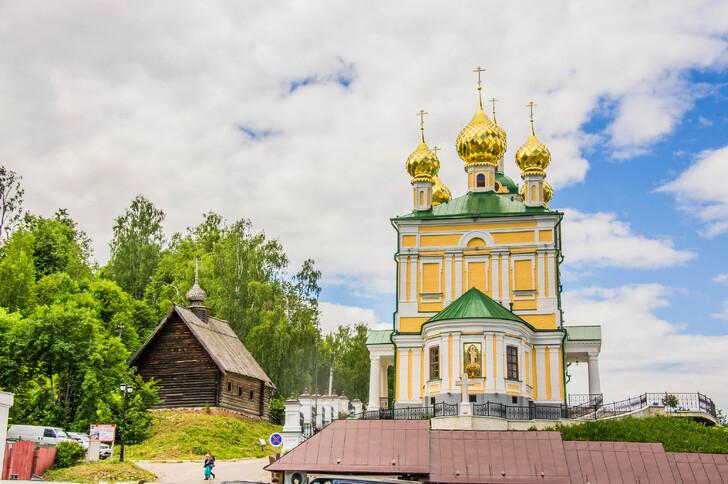 Церковь Воскресения Христова и церковь Архистратига Михаила
