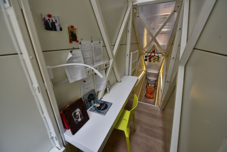Photo inside the narrowest house, built in a meter gap between skyscrapers on the site of a garbage dump