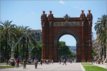 Барселона планирует возобновить приём туристов из РФ осенью
