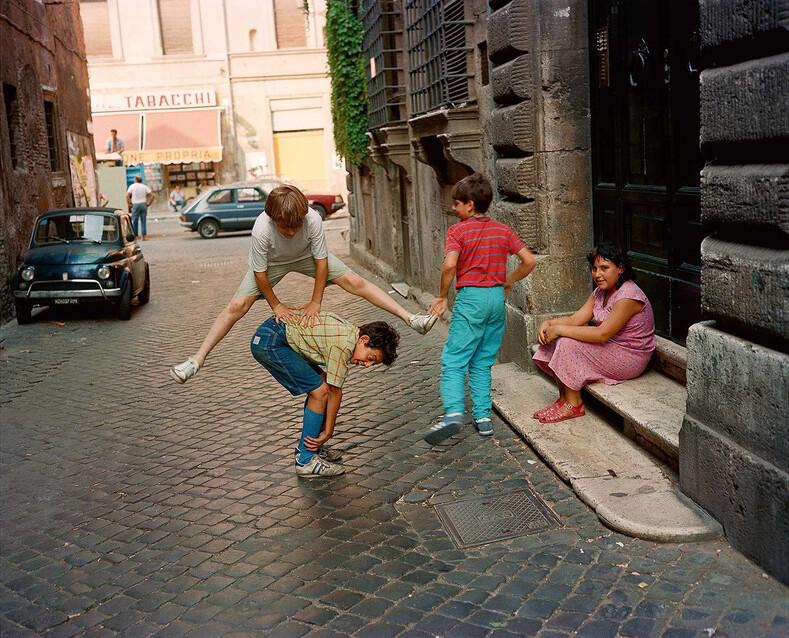 Солнечная и яркая Италия 80-х на фото: какими были люди, улицы и отдых в этой стране 40 лет назад