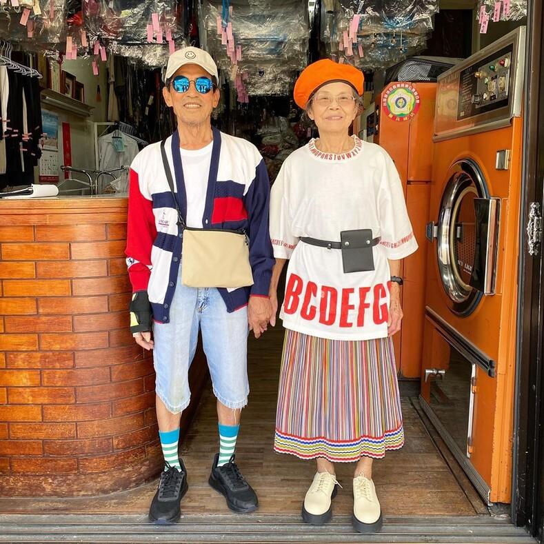 Стали модниками после 80-ти: необычный способ напомнить клиентам прачечной о забытых вещах