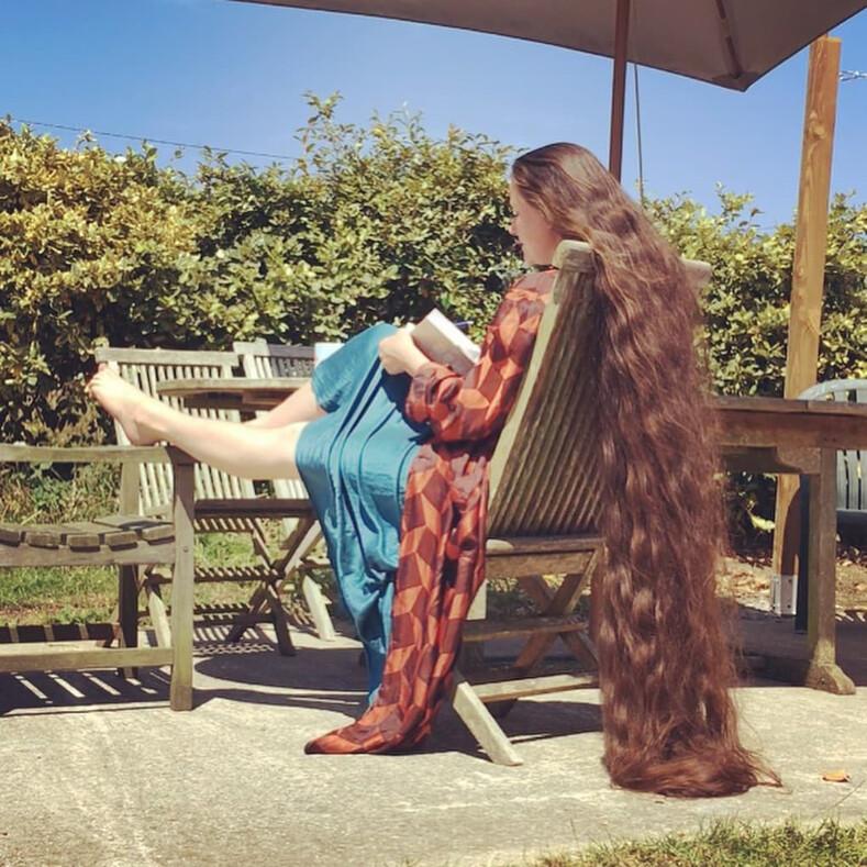 Британская Рапунцель с двухметровой косой более 20 лет не мыла голову: женщина рассказывает, почему так произошло, и показывает свои фото