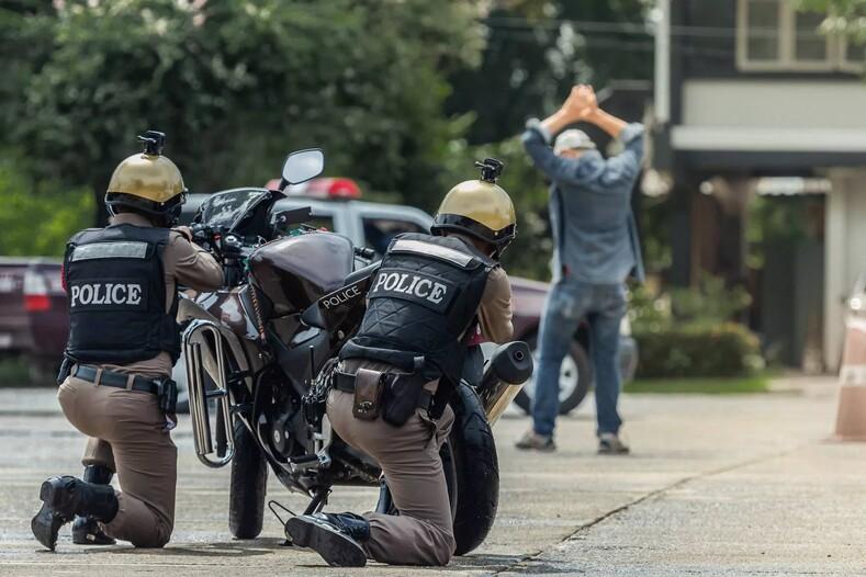 Разрушение живота: как в Таиланде поступают с полными полицейскими