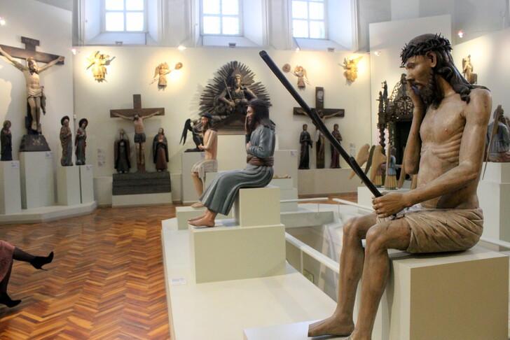 Коллекция пермской деревянной скульптуры в галере