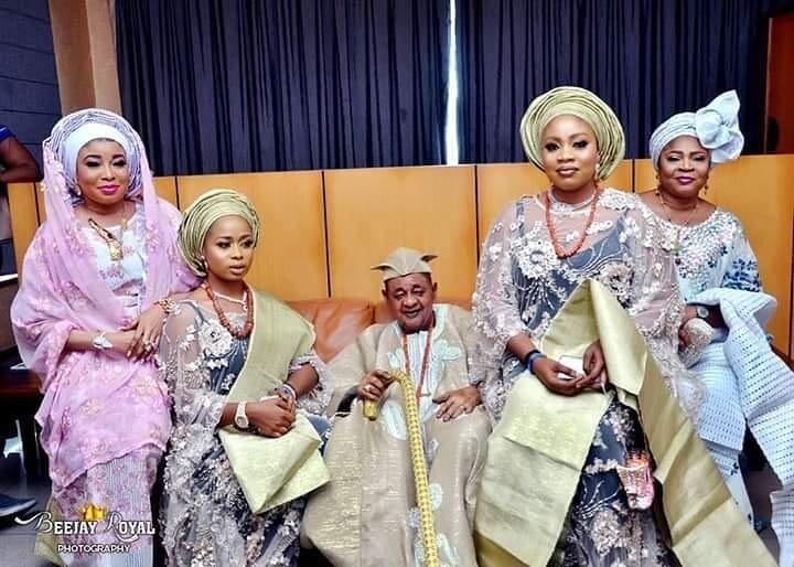 Король Нигерии и гарем: его здоровью остается только позавидовать, в 81 у него 13 жен
