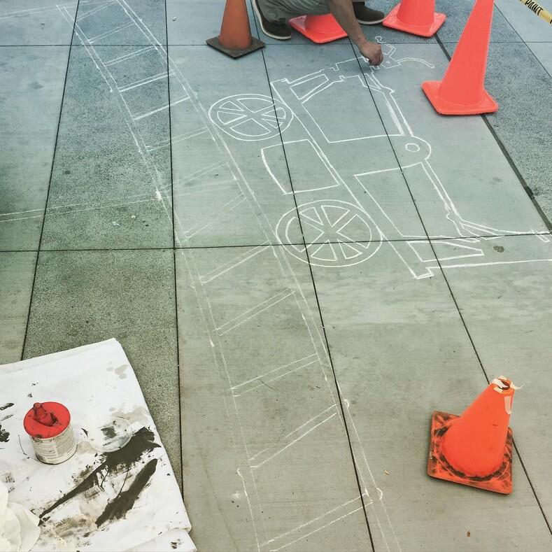 Его тени не исчезают в полдень: калифорнийский художник подделал тени от предметов на улице, получилось забавно