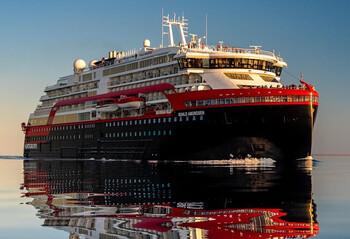 В Норвегии на круизном лайнере у 33 членов команды выявили COVID-19