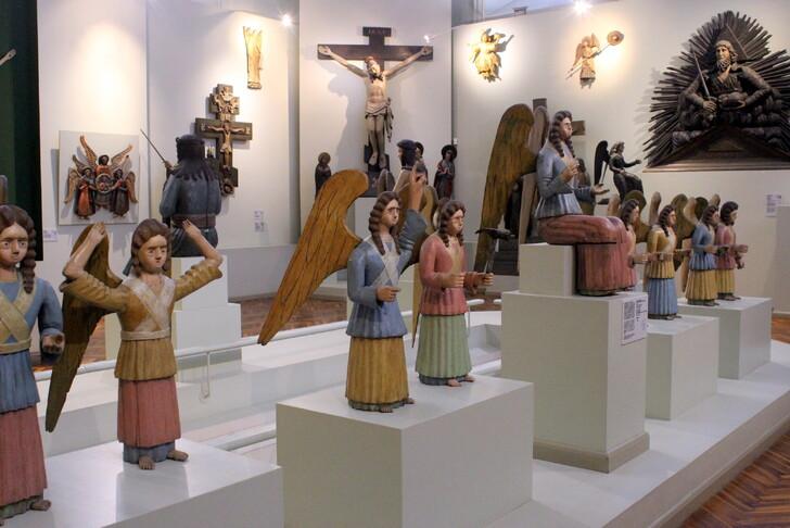 Деревянная скульптура в Пермской галерее