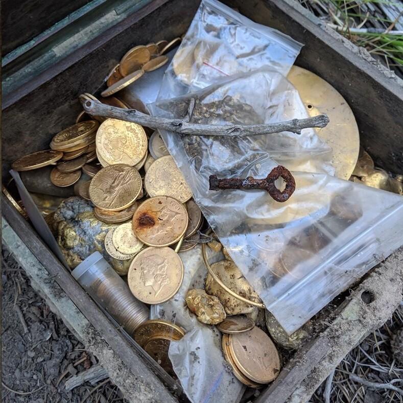 В горах найден легендарный клад миллионера: сокровища спрятали 10 лет назад и оставили 9 подсказок (фото клада)