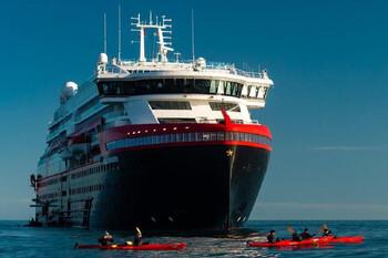 В Норвегии 43 пассажира круизного судна заразились коронавирусом