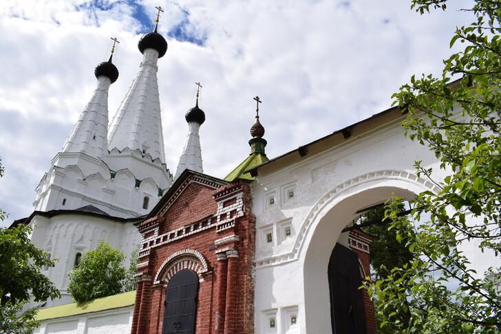 Успенская церковь при Алексеевском монастыре