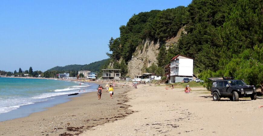 Пляж в поселке Агараки (Монашеское ущелье)