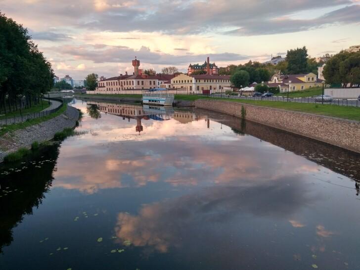 Набережная реки Уводь