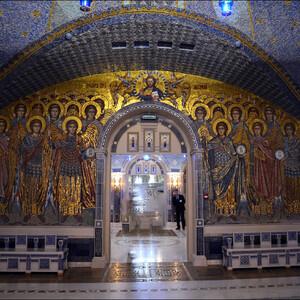 Нижний храм освящен в честь Святого Равноапостольного Великого князя Владимира, родившегося в 960 году и крестившего Русь.