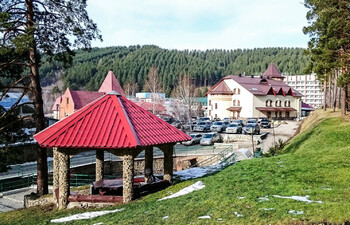 Около 400 туристов эвакуировали из-за задымления в санатории Белокурихи