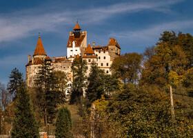 Замок Бран был построен в период с 1377 по 1388 год на стратегически важном месте с видом на перевал между Трансильванией и Валахией.