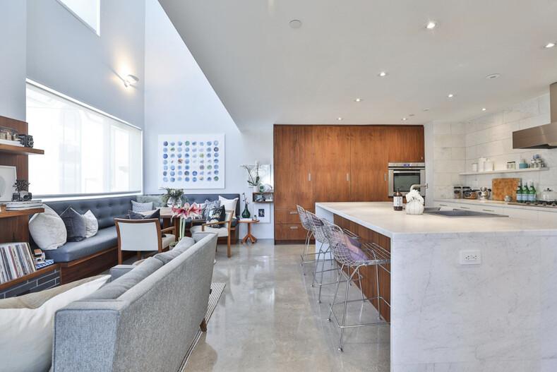 Пара из Торонто купила гниющие гаражи и построила на их месте 5-этажный дом за 1,7 миллиона долларов