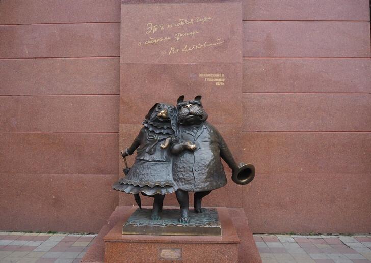 Скульптура «Собачкина столица»