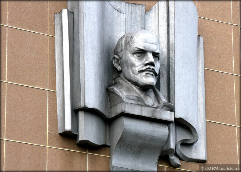 И Ленин такой молодой!