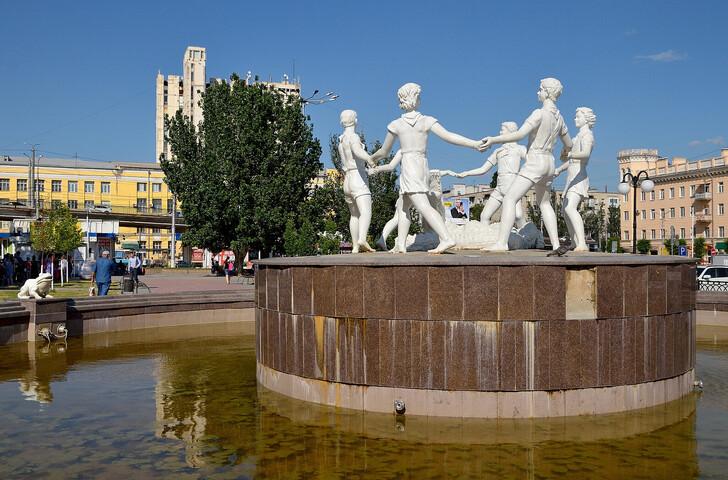 Фонтан «Бармалей» на Привокзальной площади