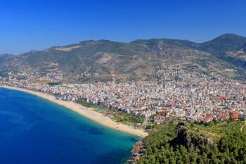 Турция планирует по итогам года принять более 12 млн иностранных туристов