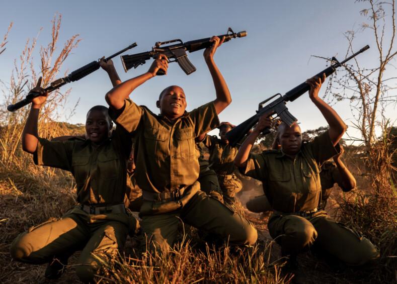 Акашинга: женщины взяли в руки оружие, чтобы защитить редких животных Африки