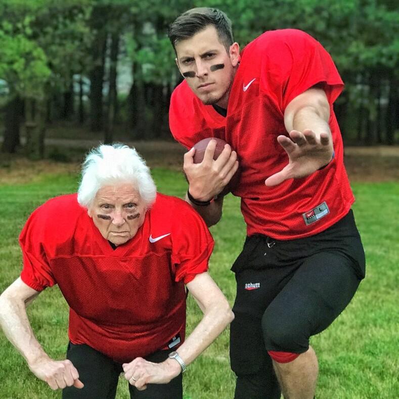 Она знает толк в веселье: фото 94-летней американки, доказывающие, что старость - это не приговор