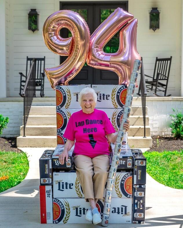 Она знает толк в веселье фото 94-летней американки, доказывающие, что старость - это не приговор