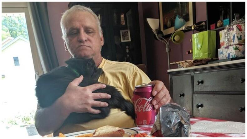 Никаких кошек и собак!: 16 фото пап, которые сначала были категорически против питомцев, но потом что-то пошло не так