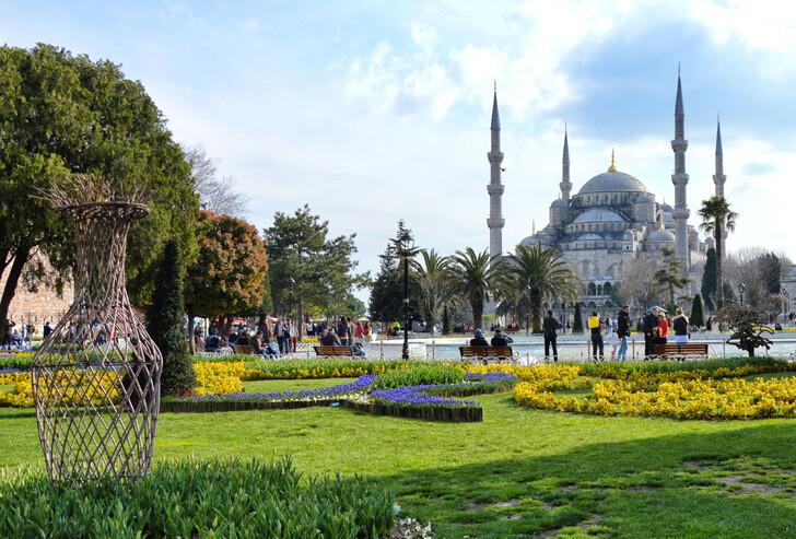 Площадь Султанахмет и Голубая мечеть