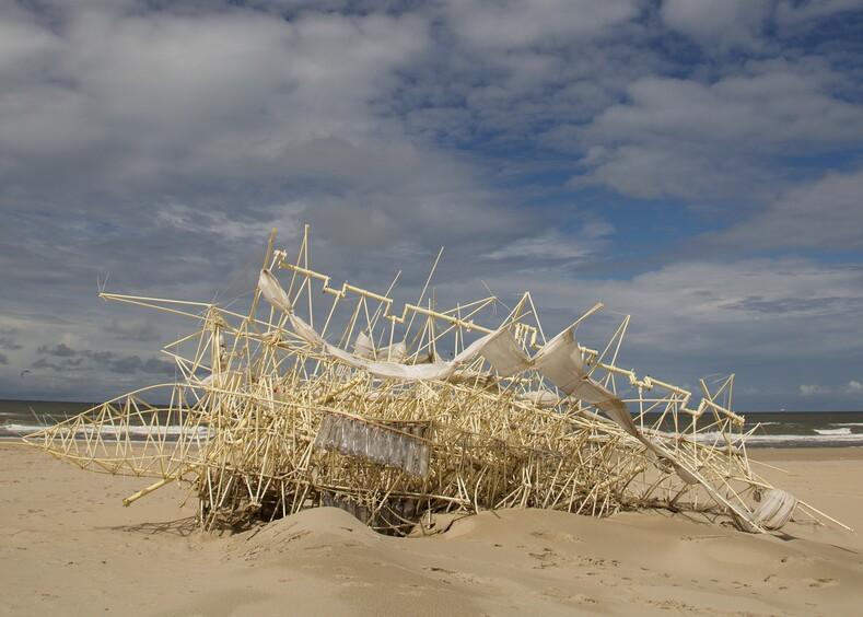Пляжные звери: нидерландский художник оживляет скелеты из трубок с помощью ветра