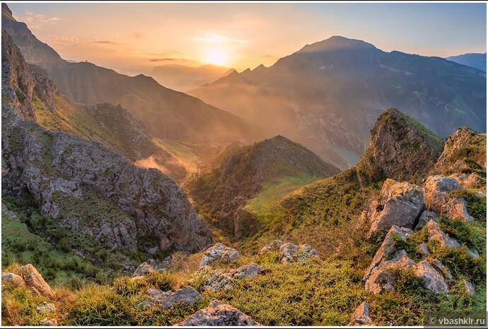 Рассвет в горах в окрестностях аула Большой Гоцатль.