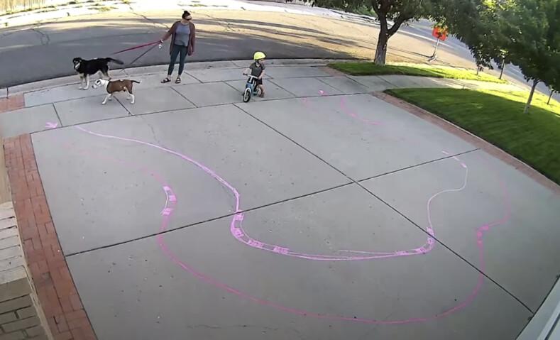 Как я поступаю с детьми, играющими на моей подъездной дорожке: мужчина сделал рисунок на асфальте, после которого к его дому ходят, как на детскую площадку