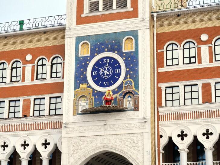 Часы с осликом на здании Национальной галереи