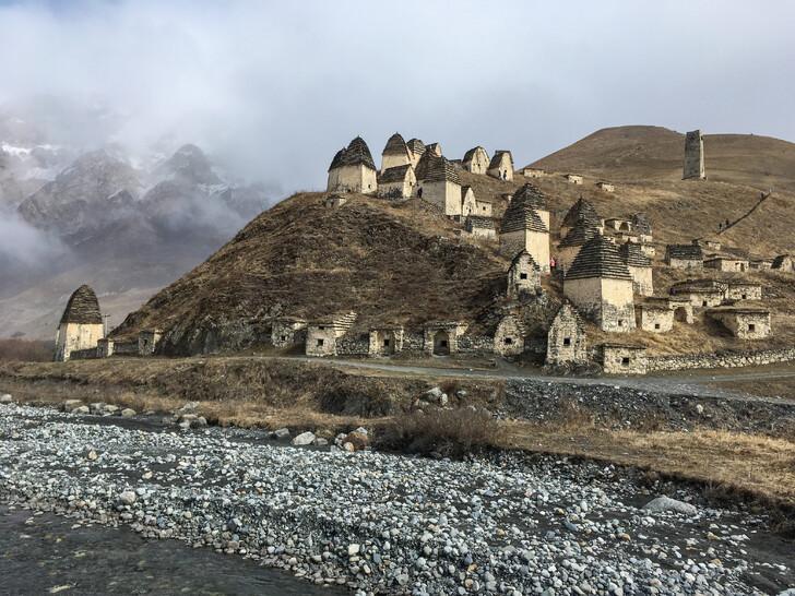 Северная Осетия. Даргавс - город мертвых.